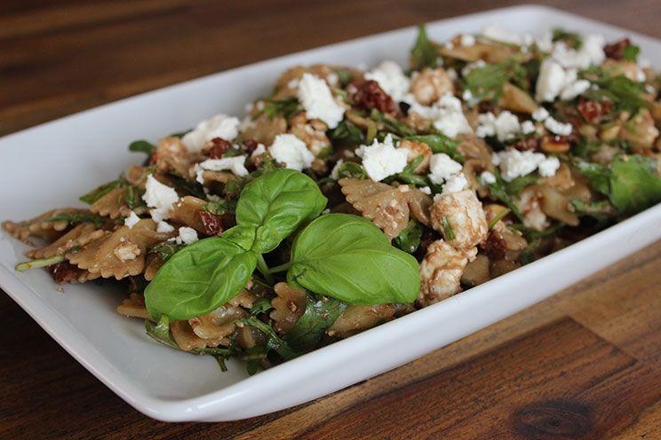 Zubereitungszeit: 30 Min. Zutaten für 4 Personen (als Hauptgericht): 300 g kleine Nudeln 200 g Schafskäse 10 getrocknete Tomaten Oliven&ouml...