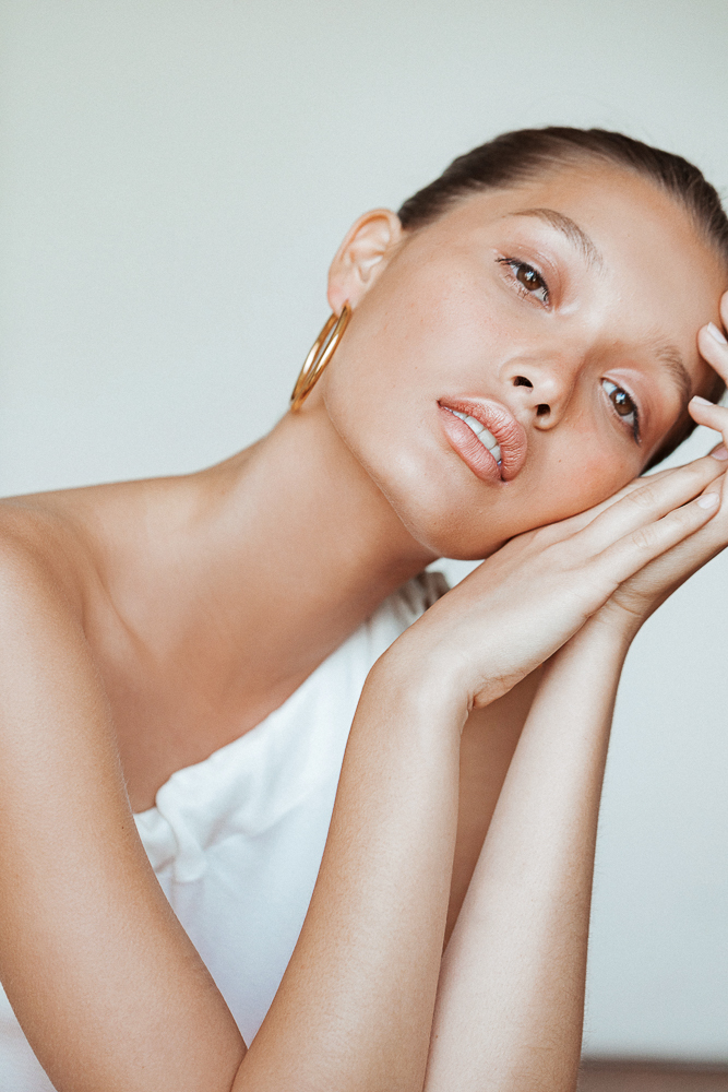 How To Fake Sun Exposure With Bronzer, Blush, And Into