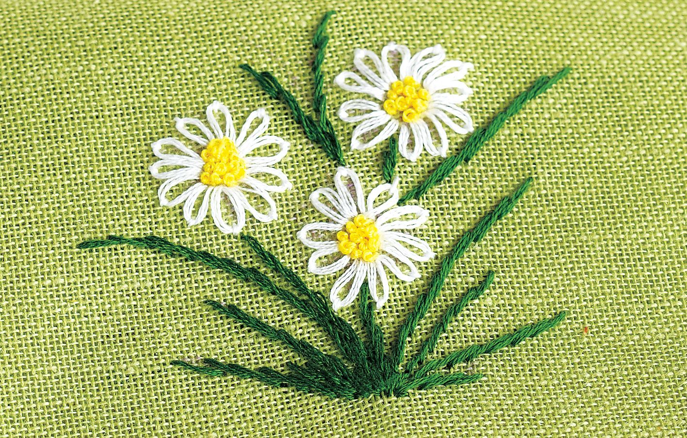 HOW TO HAND EMBROIDER FLOWERS   Embroidery Designs   Simple ...