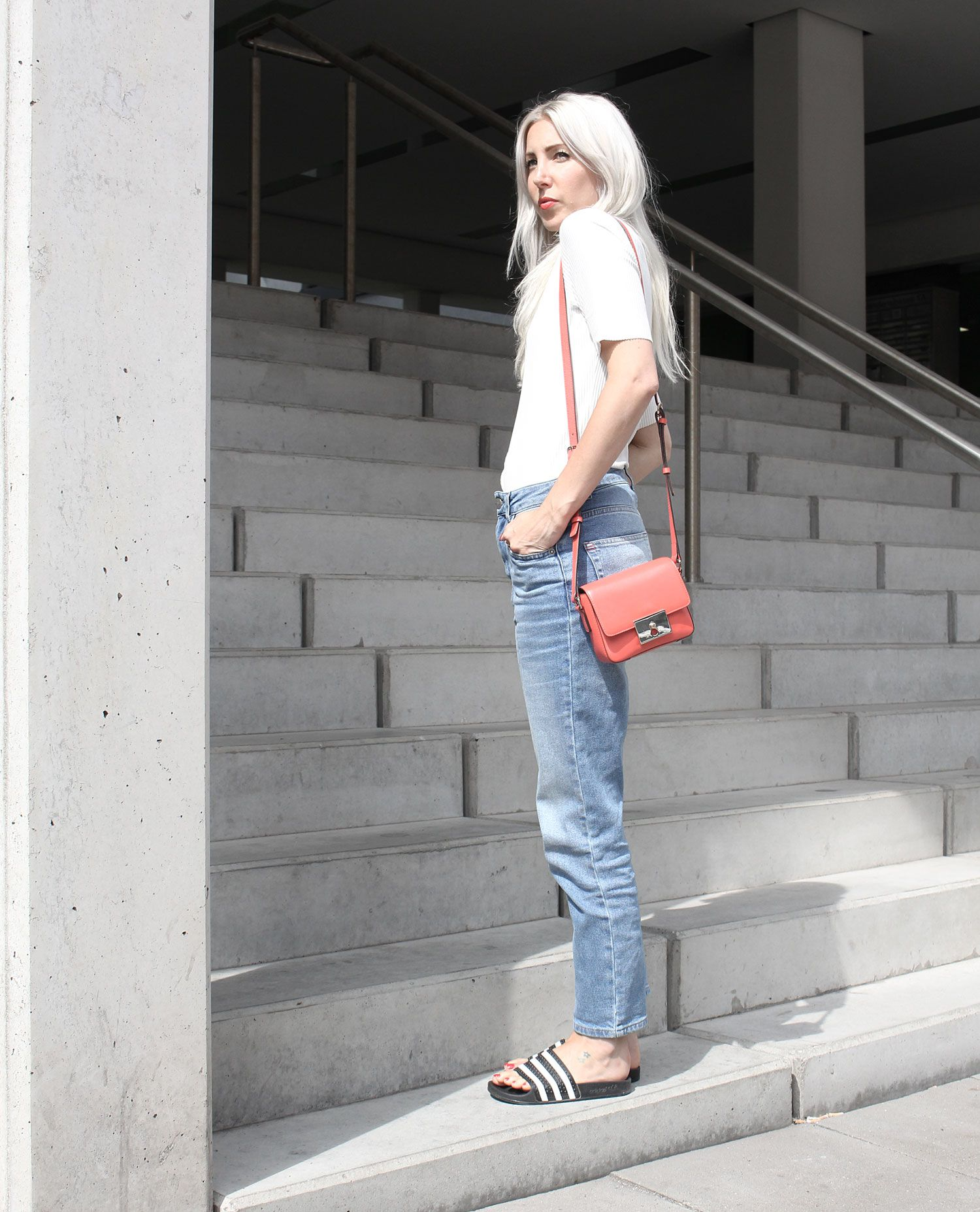 Girlfriend Jeans, BDG, Weekday, casual, Adiletten, Tila March, white T-Shirt, Look, lotd, ootd, Outfit, Style, Fashion, Blog, stryleTZ