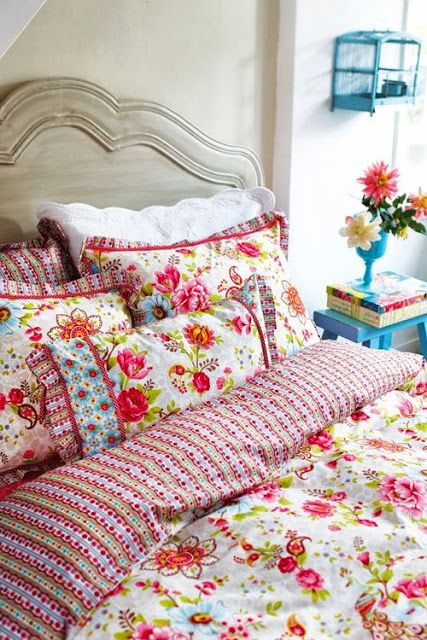 Flowery Bed Linens Camp And Cottage Living Happy Home