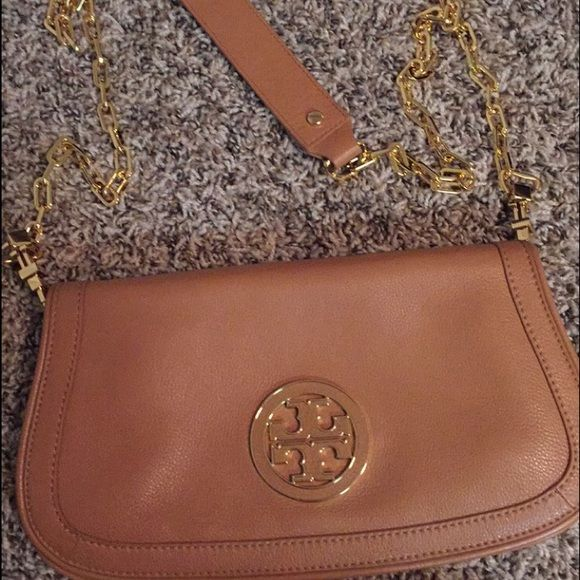 Brand new, authentic Tory Burch purse/cross body Brand new and super cute. No tags but it's authentic. No marks or signs of damage. Can be used as a clutch, purse, side purse, or cross body. Also have the same thing in black if you're interested in that color! Tory Burch Bags Crossbody Bags
