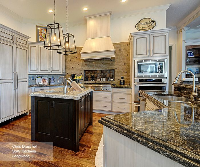 Adding Impeccable Accent Moulding And A Unique Color Contrast To A Traditional Kitchen S Minimalist Kitchen Design New Kitchen Cabinets Kitchen Island Cabinets