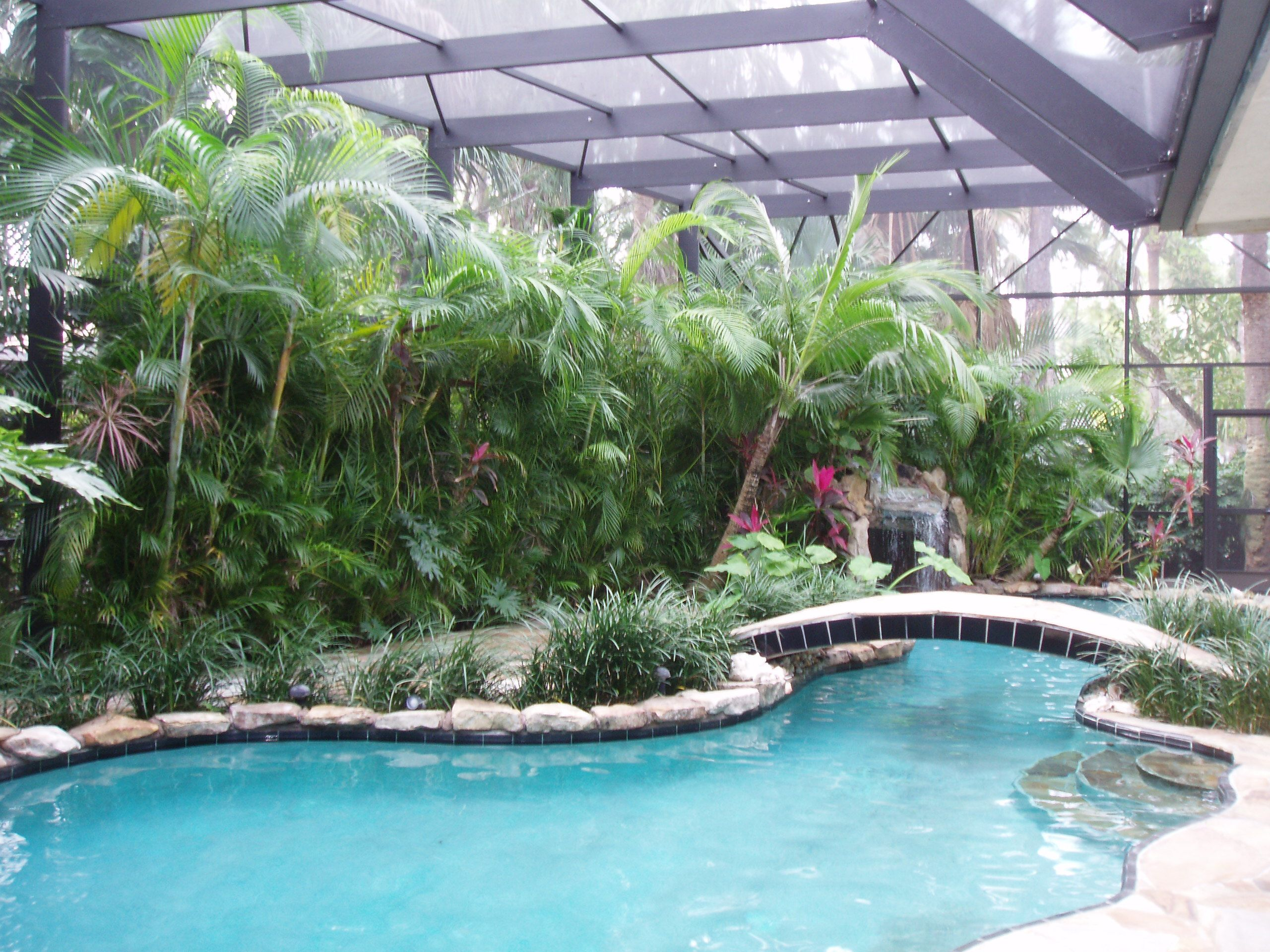 This Pool Screen Enclosure Is Made Of Architectural Grade Aluminum Pool Screen Enclosure Screen Enclosures Screened In Patio