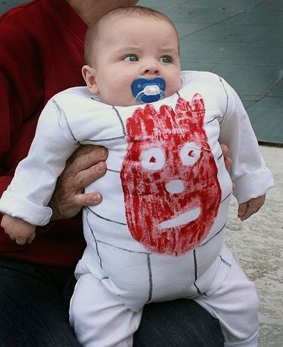 Baby Halloween Costume  Wilson from Castaway. How funny would it be if his dad was dressed as stranded Tom Hanks? xD  sc 1 st  Pinterest & Baby Halloween Costume : Wilson from Castaway. How funny would it be ...