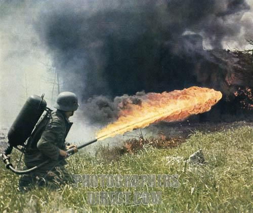 -Wehrmacht , Flammenwerfern , German flamethrower operator on the ...