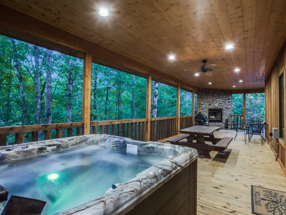 Broken Bow Vacation Cabins Stealin Time 2 Bedroom Accommodates Up To 8 Guests Wifi Hot Tub Pet Friendly Hot Tub Lake Cabins See Through Fireplace