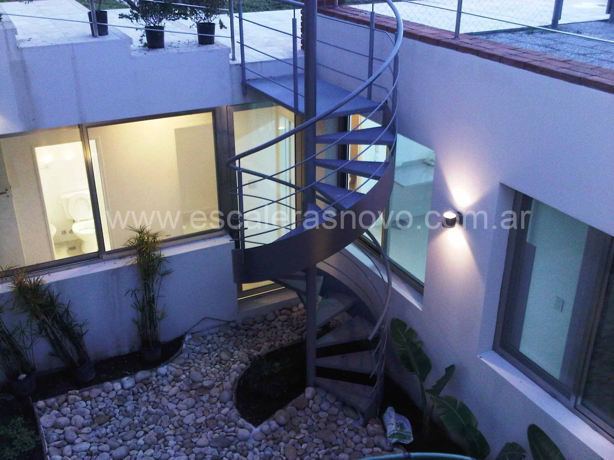 Escaleras caracol con cinta helicoidal exterior | Home Details | Escalera caracol, Caracoles y ...