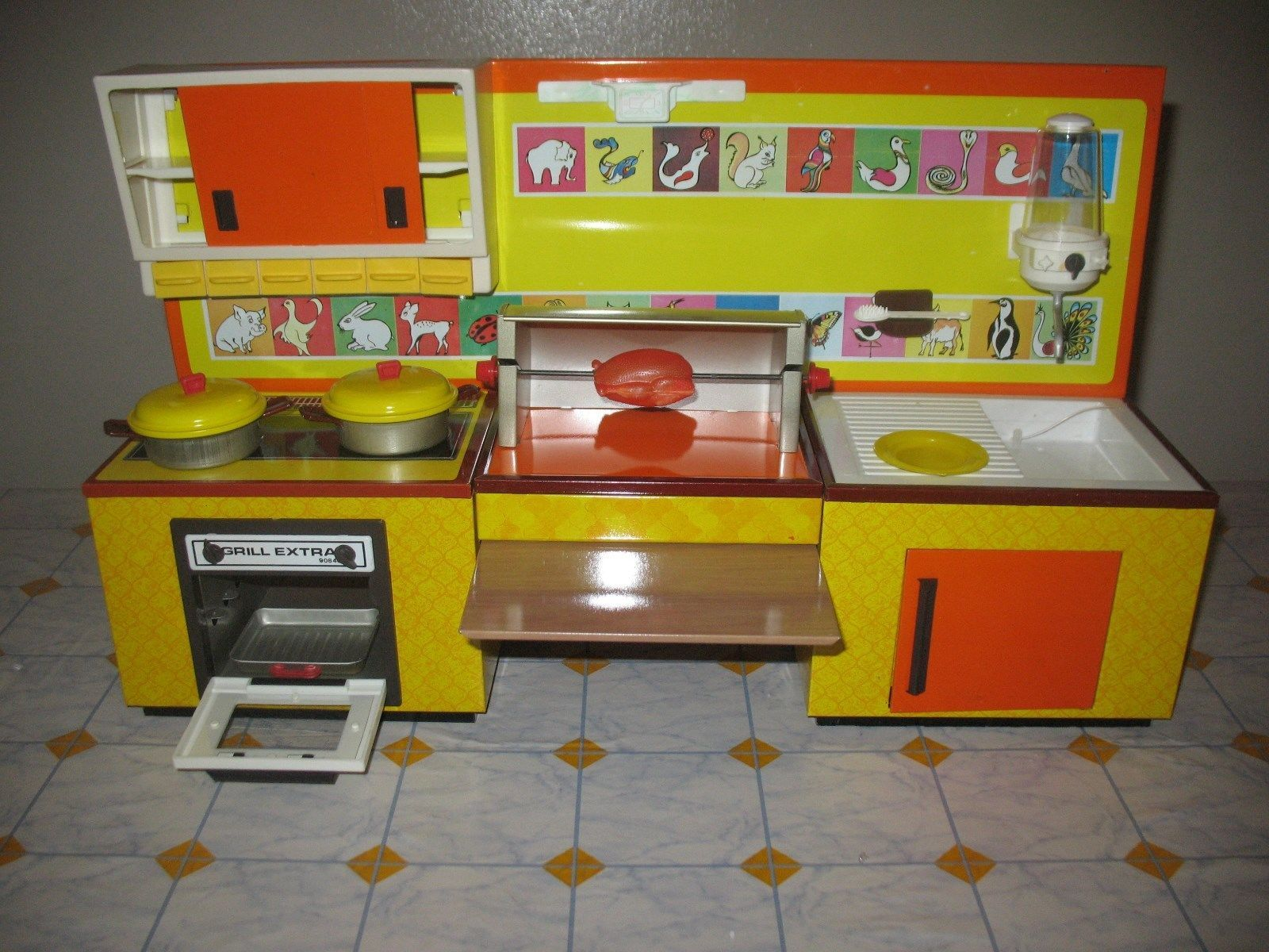 Cucina giocattolo in latta con accessori anni 80 in ottimo