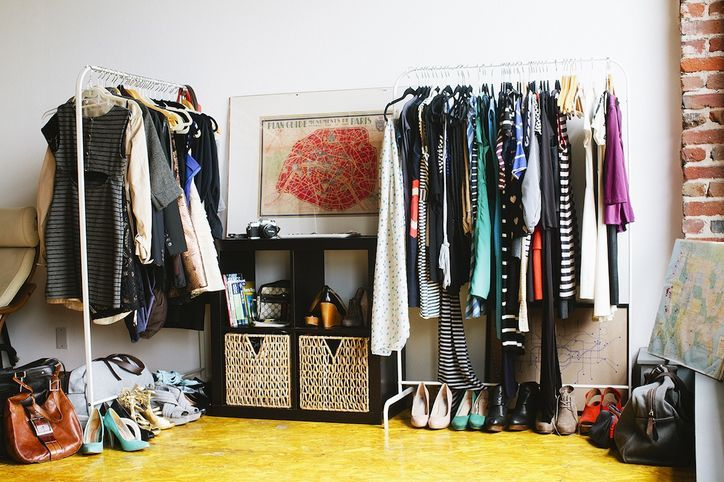 Hey Overpackers Vayable S Jamie Wong Shares The Perfect Chic Packing Essentials List Home Design Decor Packing Essentials List Closet Inspiration
