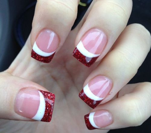 Red glitter side french tip as an accent over a classic french manicure.  Perfect Christmas or the of July. Holiday nail art for two seasons! - Uñas Francesas O Uñas French. Más De 70 Fotos Con Diseños