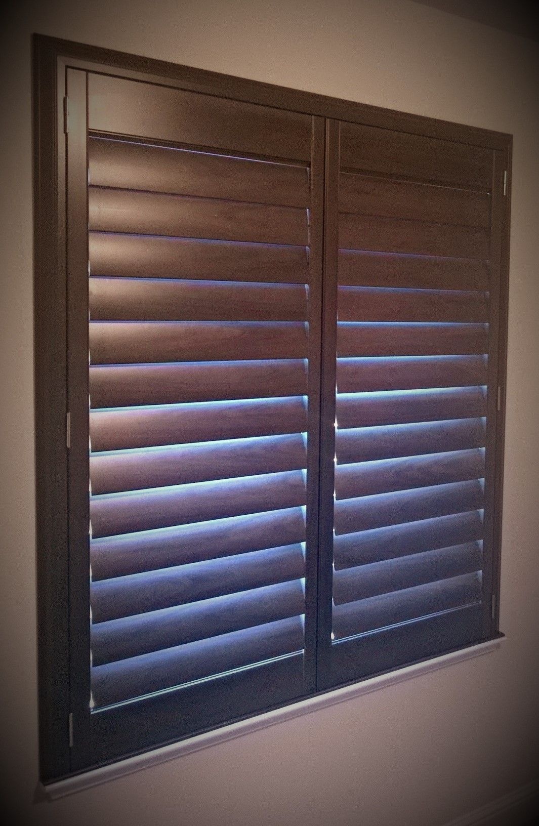 Hunter douglas new style 4 1 2 shutters w truview rear for Spanish style window shutters