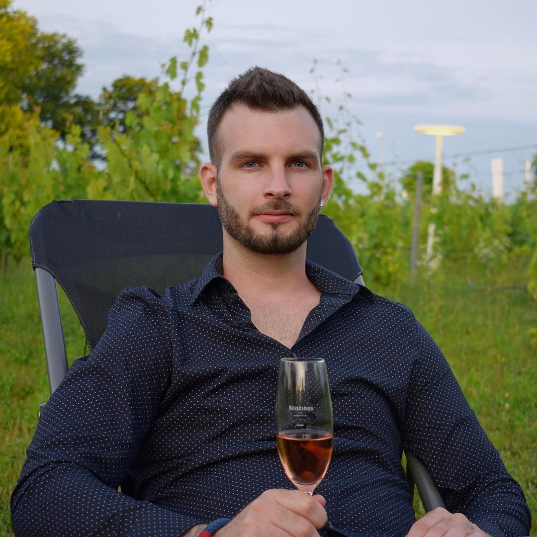 Relaxation with wine in nature!  #shooting #relax #weekend #summer #nature #wine #kristinus #borbirtok #picture #photography #beginnerphotographer #men #menstyle #gastronomy #elegant #style #rosewine #lovelyplace #recommended #place #kethely