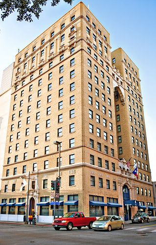 1925 Conrad Hilton Opens The High Rise Dallas First Hotel To Carry