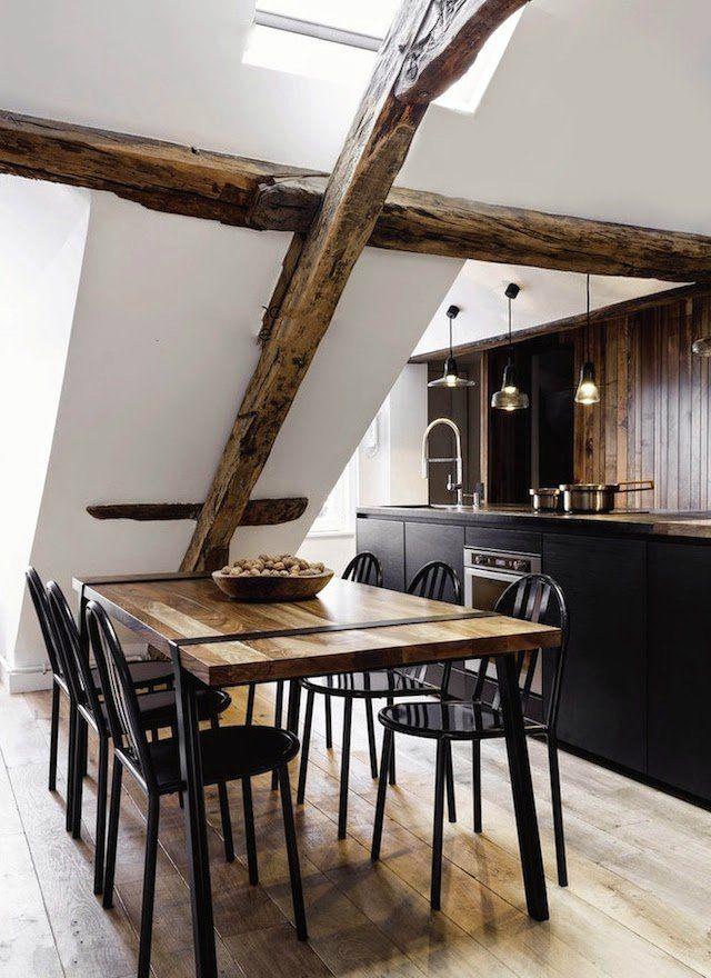 A Cozy Apartment Tucked under the Rooftops of Paris Küchen unter - küche in dachschräge