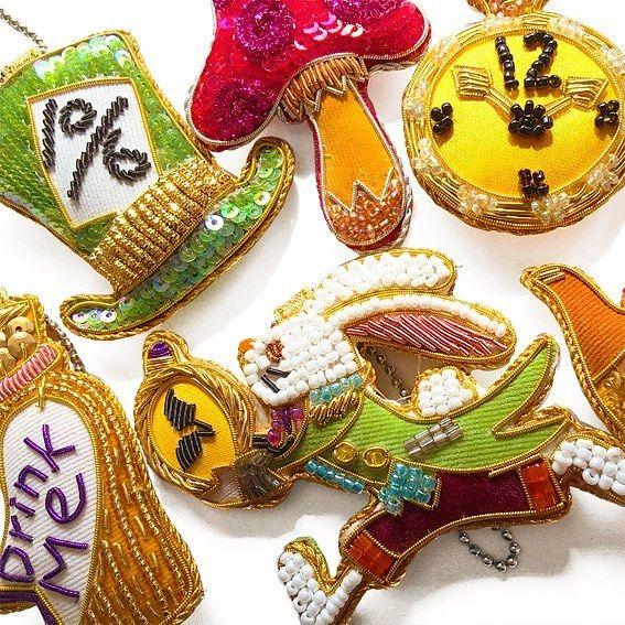 不思議の国のアリスのオーナメントです。#不思議の国のアリス #Alice #animal #handmade #accessory #beads #bead #embroidery #sequin #coincase  #wallet #art #school #lesson #cute #pretty #kawaii #fashion #style #刺繍教室 #ビジュー #お稽古 #スパンコール #アクセサリー #ハンドメイド