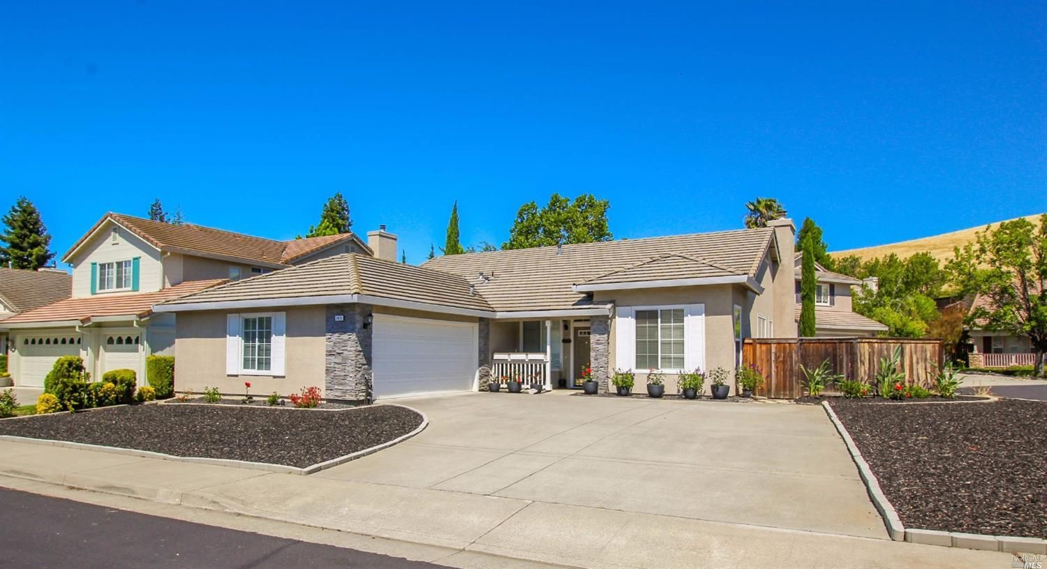 $499000 - Address Not Disclosed Fairfield CA 94534 Popular floor plan and highly sought after single story in the gated community of Castle Rock.  Vaulted taller ceilings & laminate flooring throughout.  Additional large walk-in closet 65 X 56 spacious kitchen opens to family room w/fireplace. Living room opens to formal dining area. 3 bedrooms  2 full bathrooms 1910 sq ft located on a corner lot 7427 sq ft. Very low maintenance landscaping extra extended 2 car garage. http://bit.ly/2mdKc0z