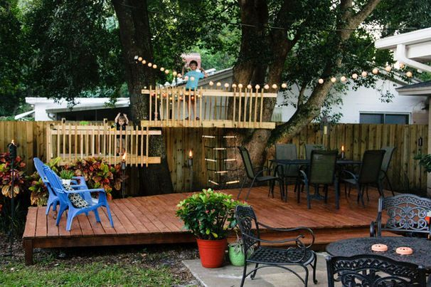 25 Diy Forts To Build With Your Kids This Summer Tipsaholic In 2020 Backyard Fort Play Houses Decks Backyard