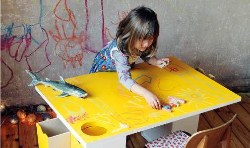 Kinder wollen malen, kneten und kleistern. Mit diesem einfach zu zimmernden Tisch haben sie die richtige Arbeitsfläche.
