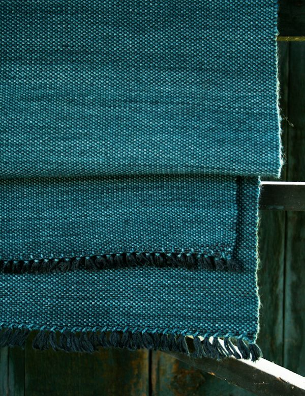 Whit's Knits: Woven Scarf - interesting to see Purl Bee moving into weaving. Love their blog