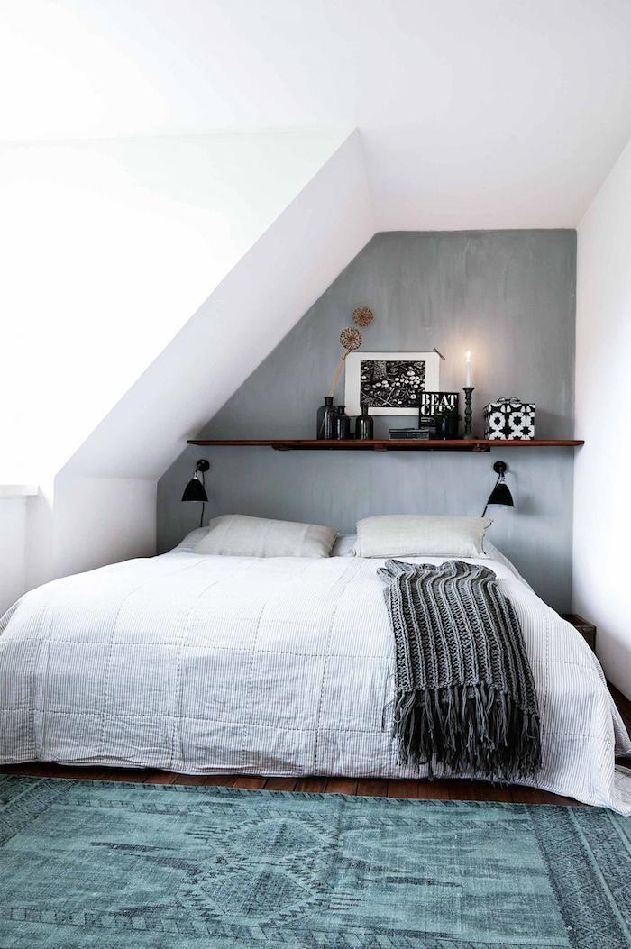 Une petite chambre moderne. | Chambre | Chambre sous combles ...