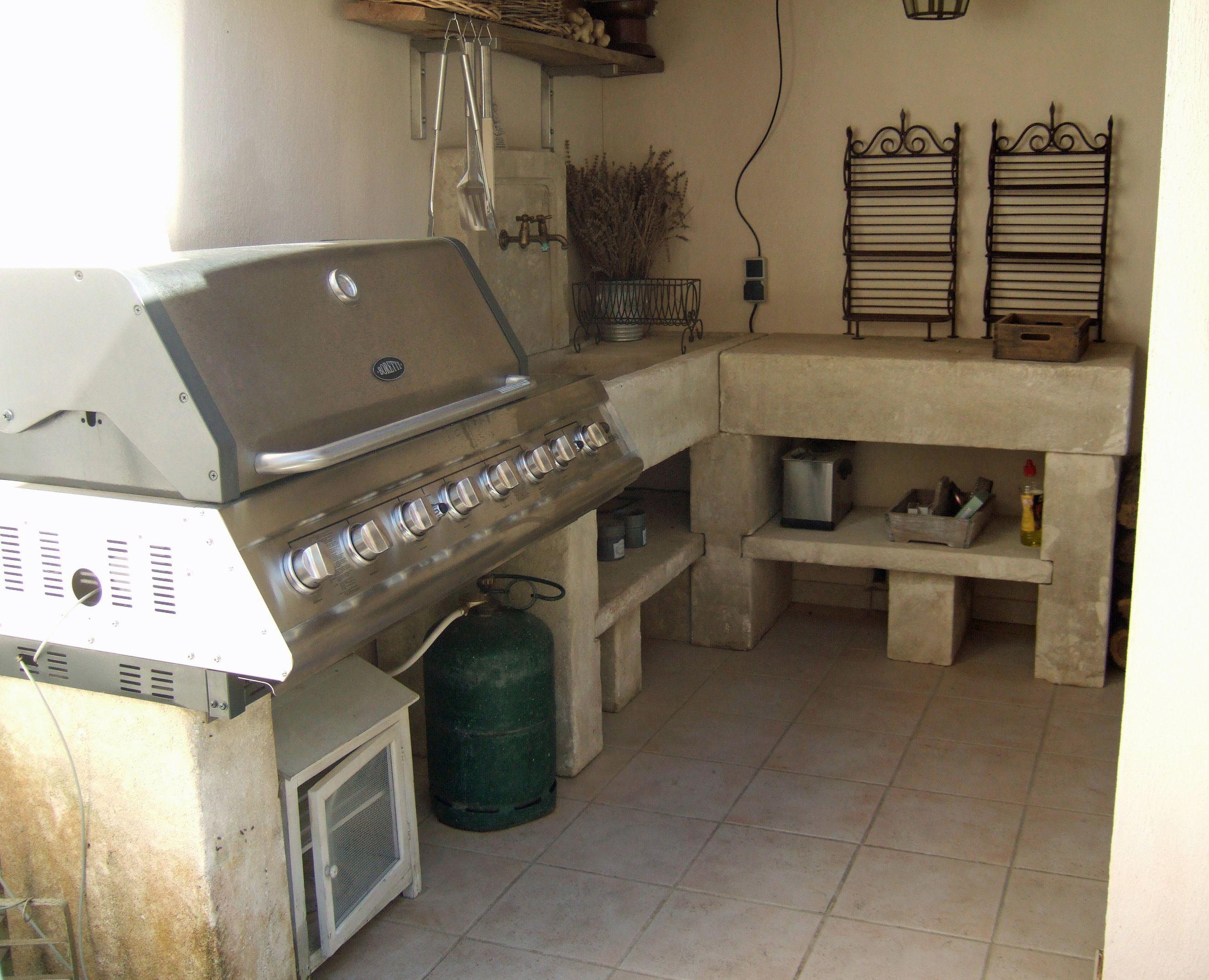 Cuisine Exterieure En Pierre voici une belle cuisine d'été en pierre naturelle : une