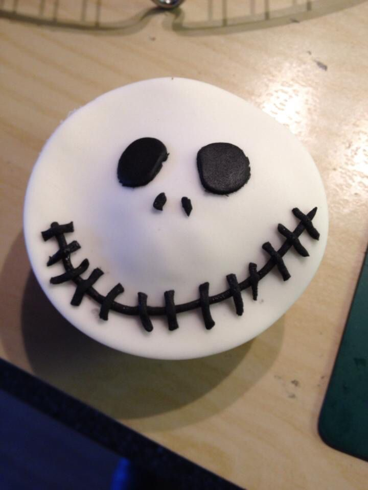 Jack Skellington cupcakes for Halloween! (With images ...