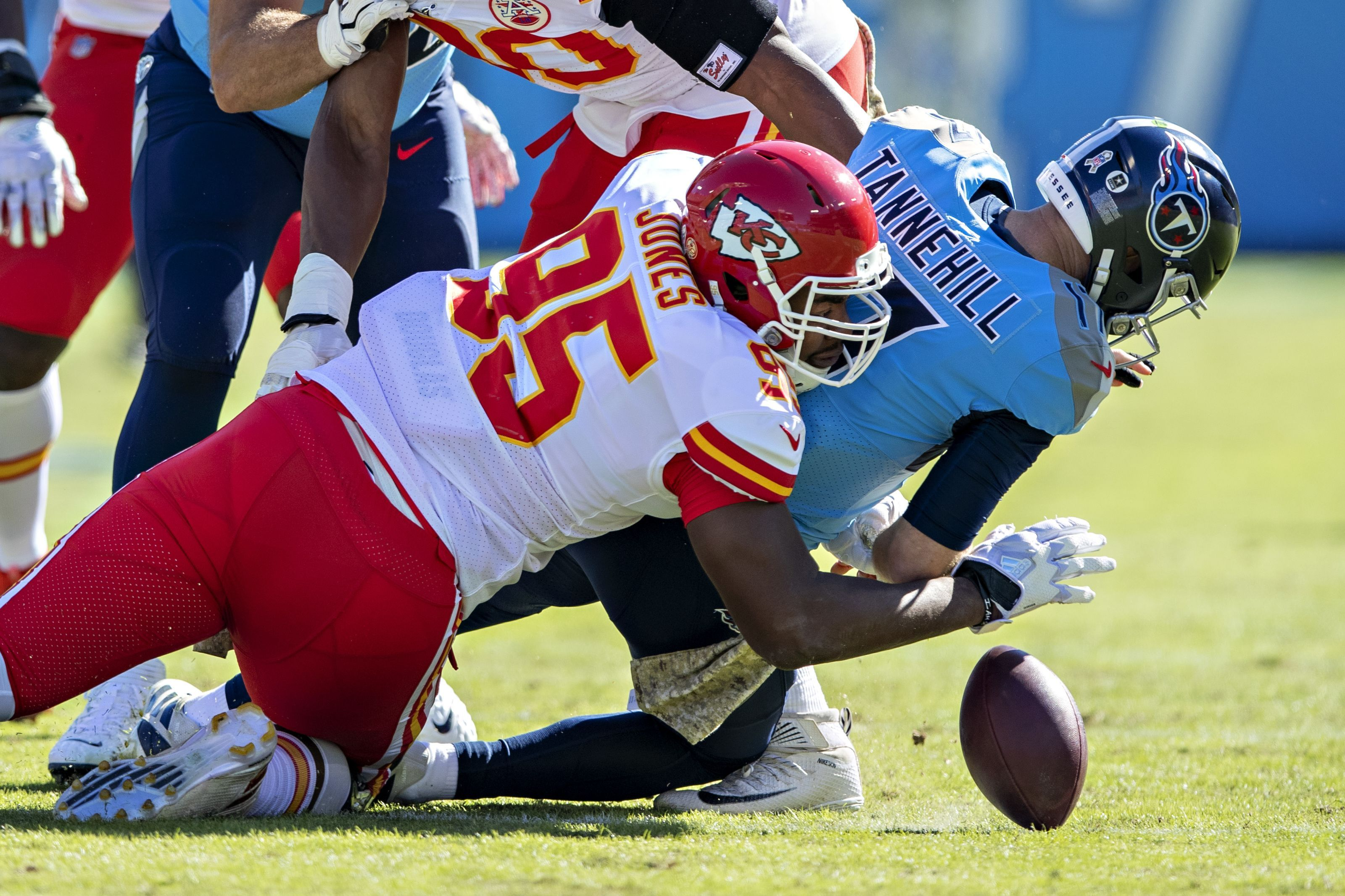 Chris Jones Injury Update Chiefs Lineman Is Day To Day Per Andy Reid National Football League News In 2020 Nfl News National Football League National Football