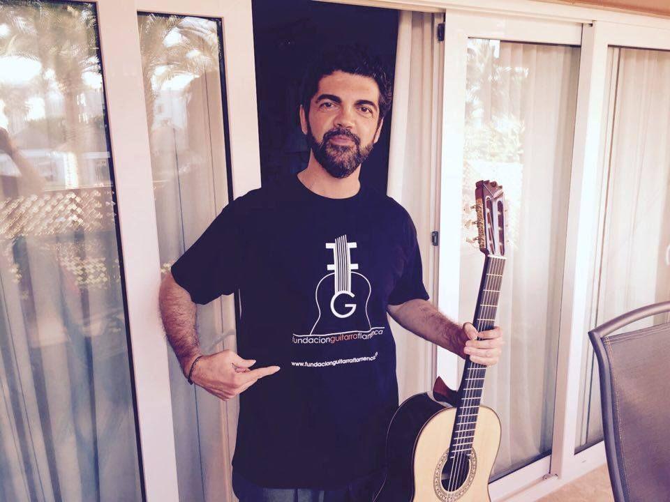 Hola Amigos Aquí tenemos a José Carlos Gómez gran amigo de la Fundación Guitarra Flamenca y excelente guitarrista, un fuerte abrazo José Carlos y gracias por tu colaboración. Un saludo. Fundación Guitarra Flamenca www.fundacionguitarraflamenca.com