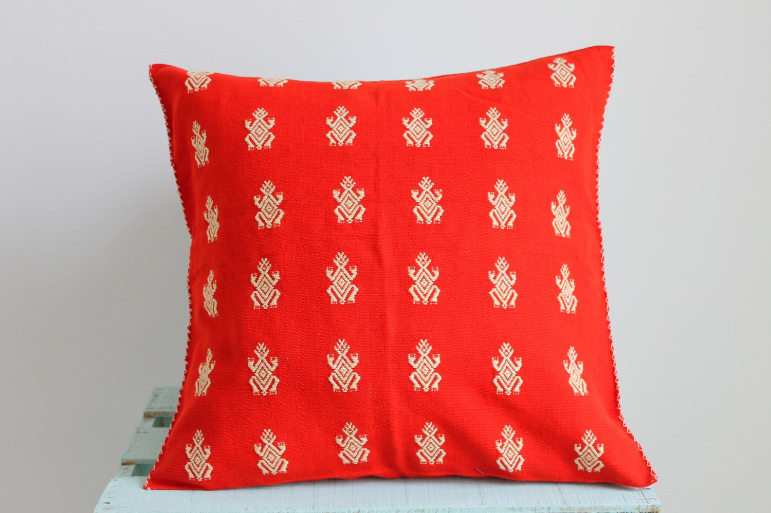 Beautiful hand #embroidered #cushion covers made in #Chiapas   #pillow #mexican #mexicantextiles #embroidered #embroidery #boho #cozy #folk #folklorico #gypsy #casamexicana #decor #homedecor #decoration #ethnic #indigenous #Chiapas