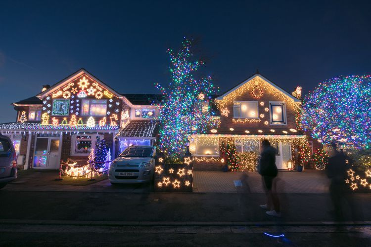 Make The Ultimate Christmas Display With Music And Lights Best Christmas Lights Best Christmas Light Displays Christmas Lights Outside