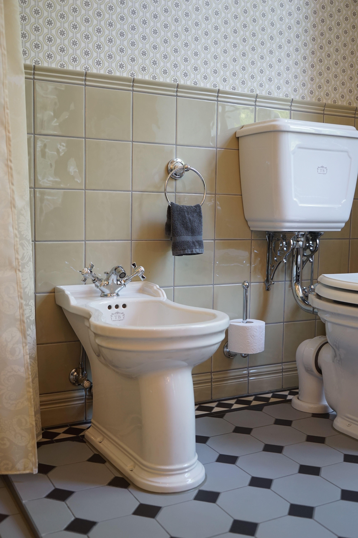 Jubilaum Nostalgie Toilette Mit Hochhangendem Spulkasten Wc Spulkasten Toiletten
