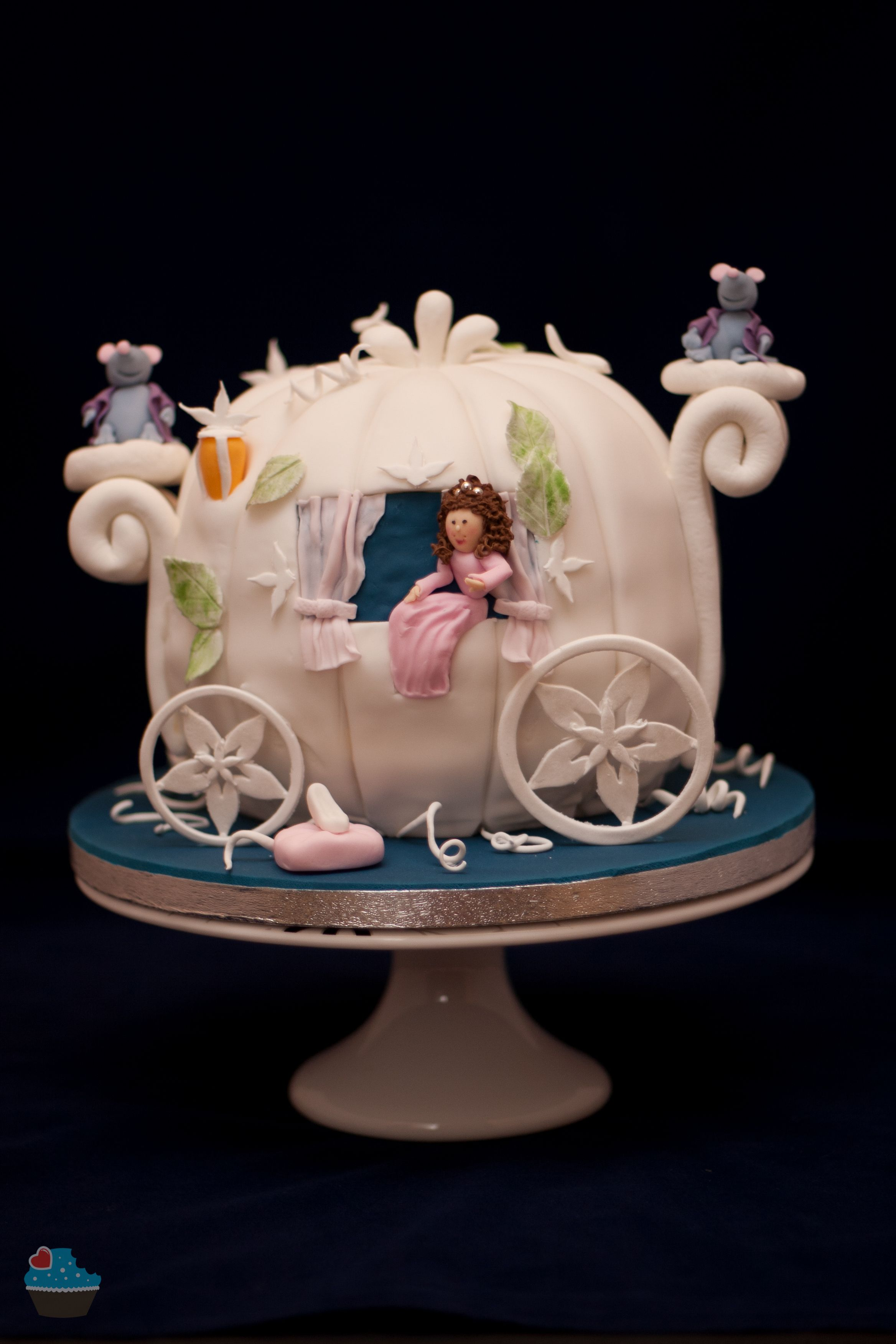 Cinderella pumpkin carriage cake Birthday Cakes Pinterest