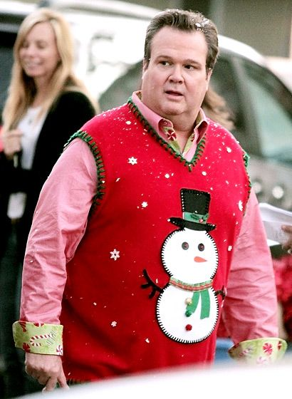 a very modern family christmas stonestreet got into character in a snowman sweater while filming scenes for modern family - Modern Family Christmas