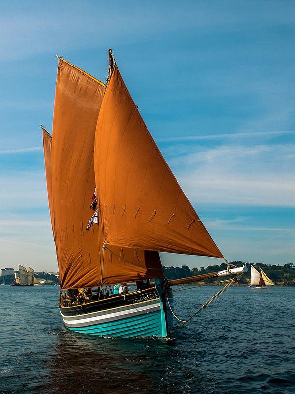 фото лодки с парусами летом турции