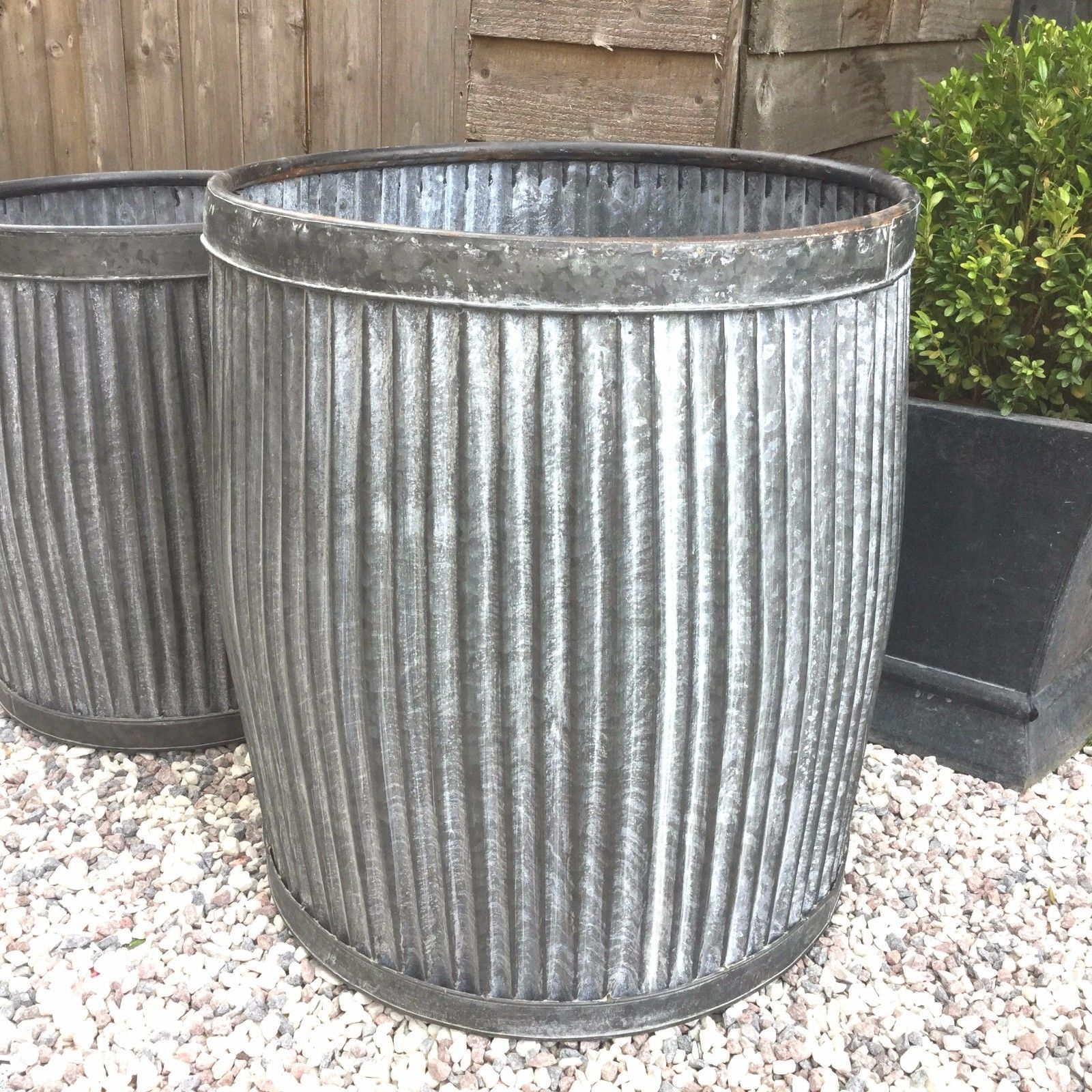 Large Vintage Style Round Galvanised Metal Garden Planter Tub Flower Pot Barrel Ebay Garden Planters Flower Pots Galvanized Metal