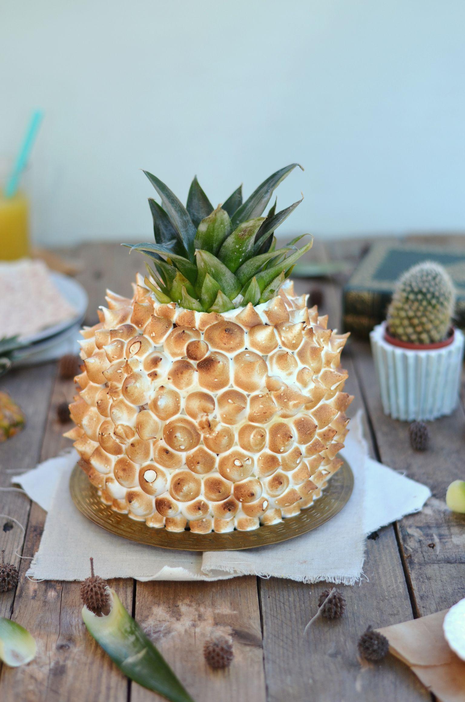 Gâteau ananas - Biscuit coco, crème mascarpone, morceaux d'ananas frais et meringue