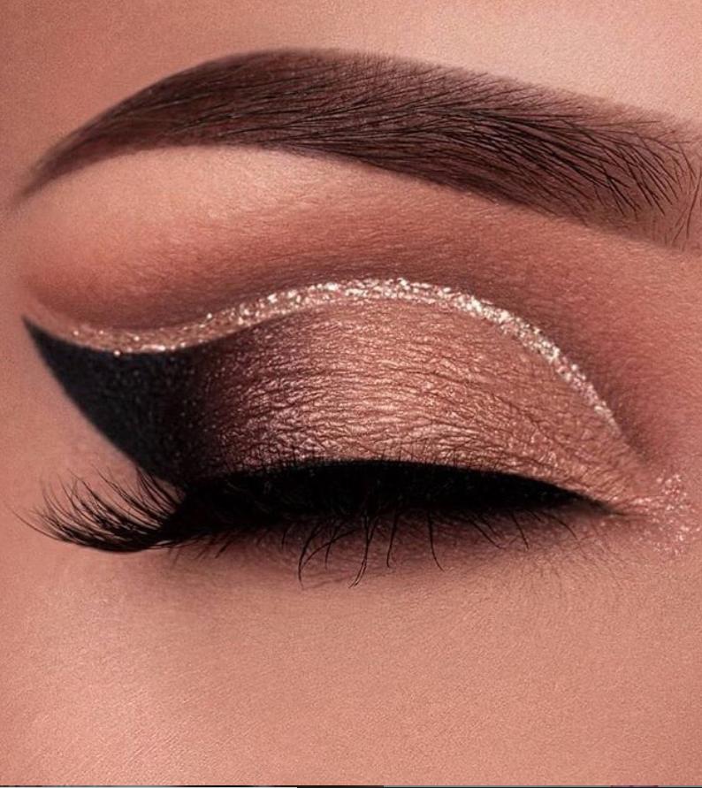 28 Charming Eye Makeup look ideas for woman this season #makeupeyeshadow