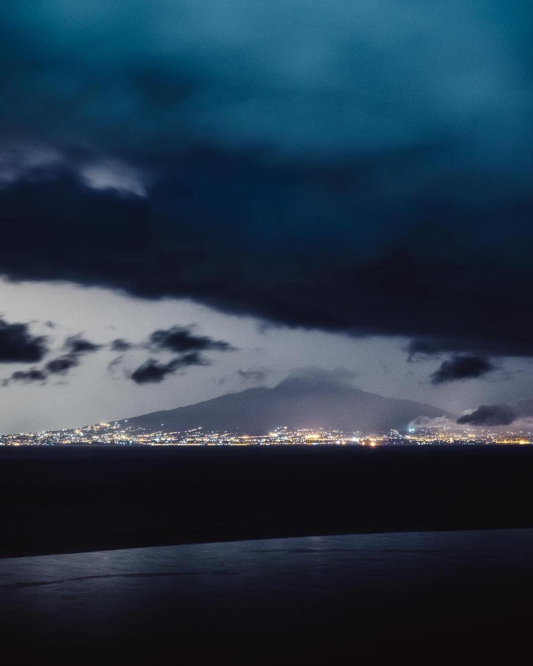 A la fin du spectacle la baie de #Naples était fendue #Vesuve #Orage #wow