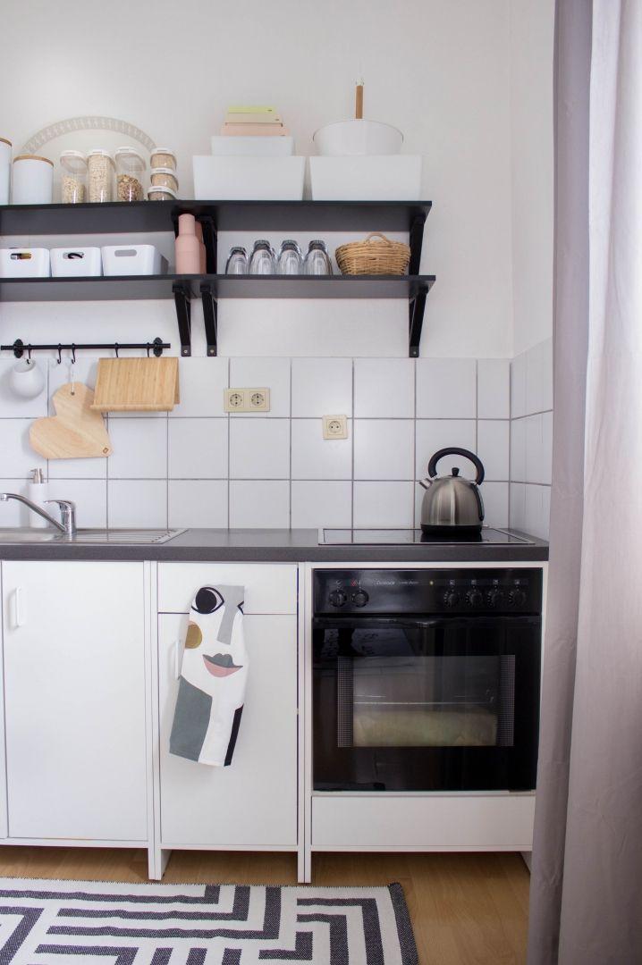 Kleine und günstige Küche☻ | Oberschränke, Günstige küchen und Regal