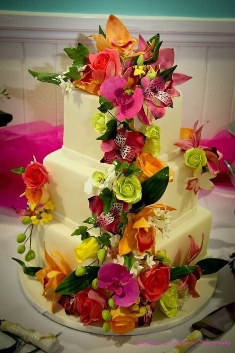 Savannah's Hall of Cakes Beautiful sugar flower accent on wedding cake, by Delaney Bilton of Savannah's Hall of Cakes, Savannah Wedding Cake  Cake design at www.savannahshallofcakes.com