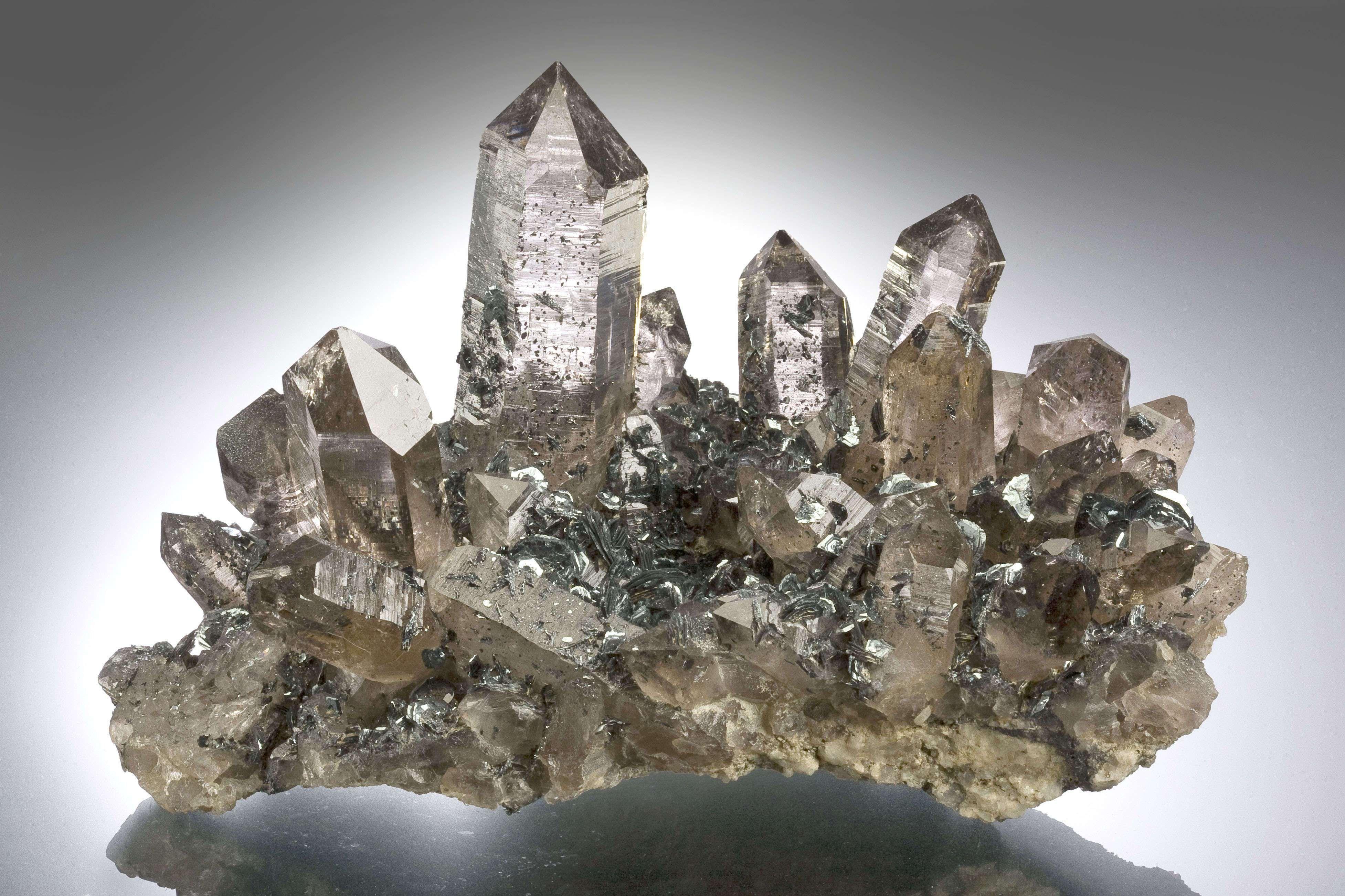 Quartz With Hematite - Klein Buhlen Horn, Cavradi gorge, Curnera Valley, Grischun (Graubunden), Switzerland Size: 17.0 x 11.5 x 10.5 cm