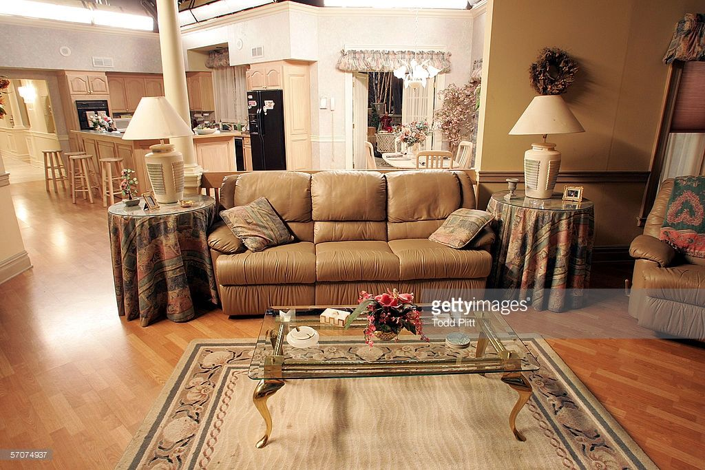 Sopranos dining room set the sopranos tv the new york for Interior decorator sopranos