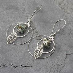 Bijou créateur - boucles d'oreilles créoles dormeuses argentées antiques breloques feuilles perles filées artisanales blanc et kaki