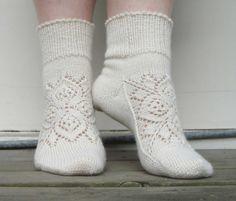 Grün ist die Hoffnung - beautiful socks' pattern in english and german by Stephanie van der Linden