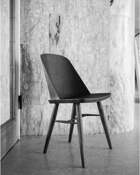 Synnes Dining Chair By Menu Avec Images Chaise Design Mobilier De Salon Chaise