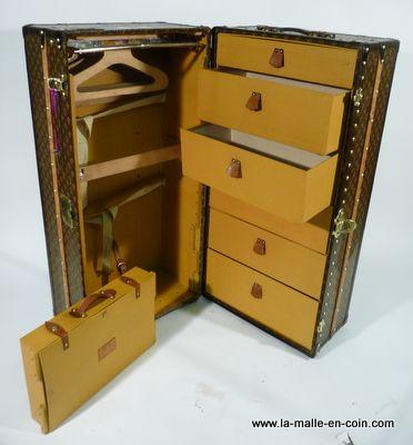 Malle Wardrobe Louis Vuitton Trunk Koffer Suitcase Coffre Www La Malle En Coin Com En 2020 Malle Malle De Voyage