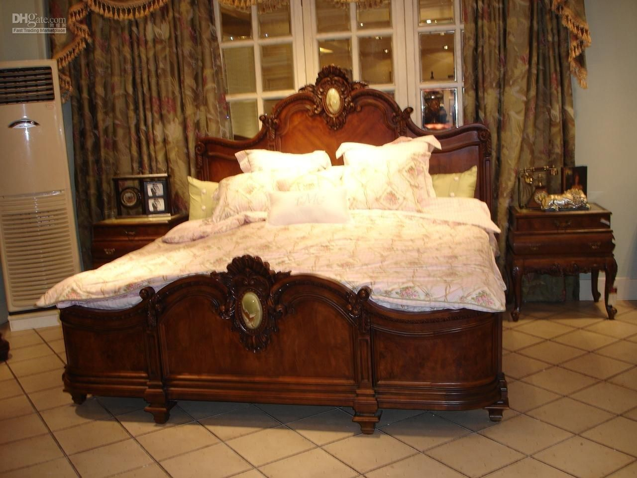 beautiful furniture in wood - bed - Wooden Antique Furniture Designs - Other Antiques Pinterest