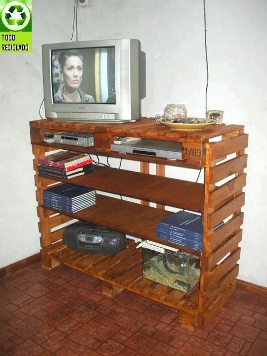 Mueble tipo centro de entretenimiento tv de palets  Pallet