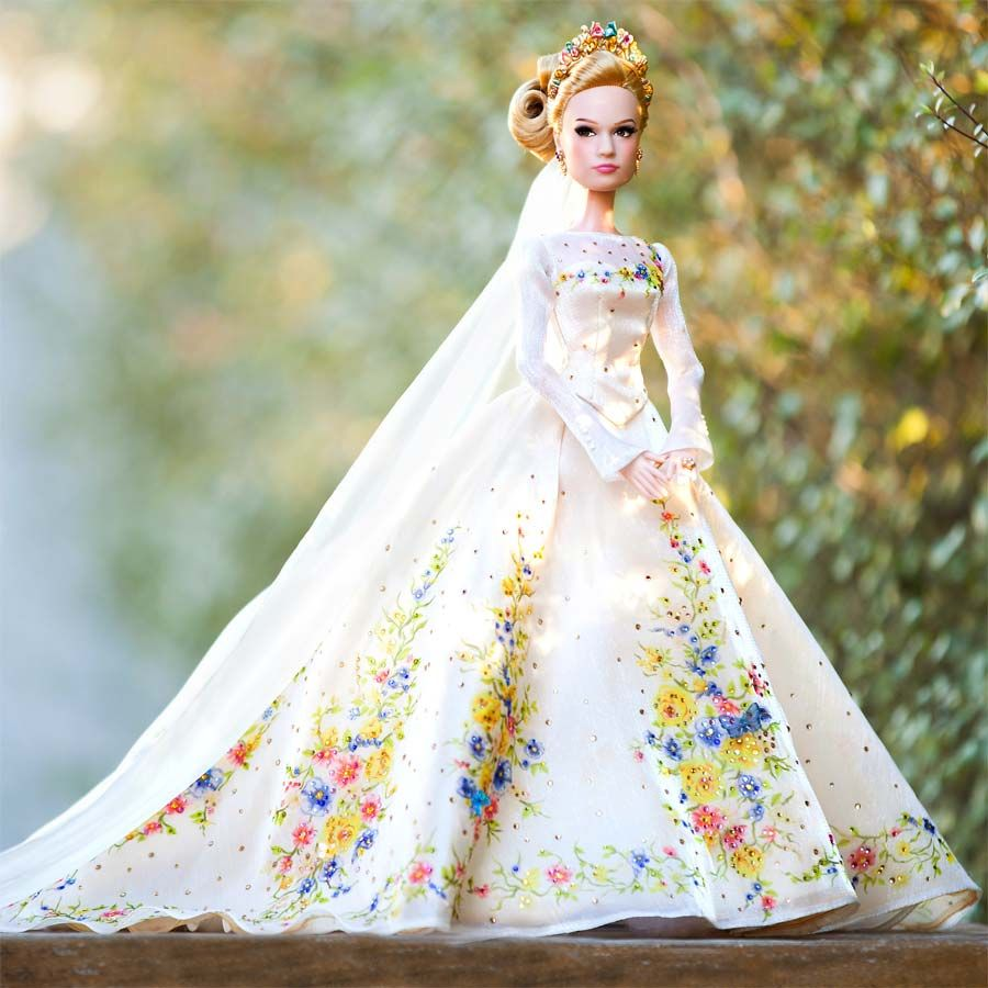 O vestido de casamento e as bonecas do filme \